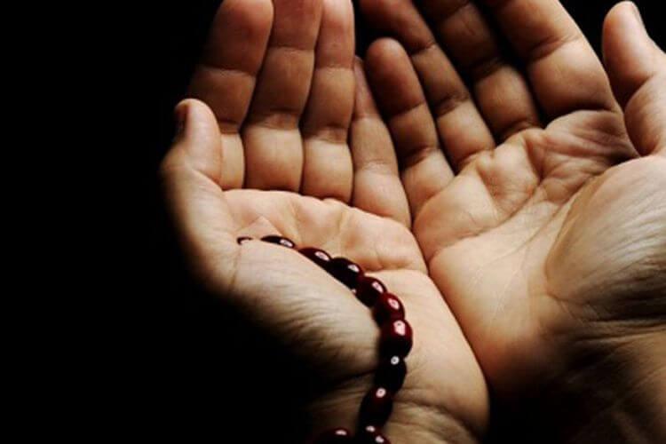 membaca doa di hari jumat
