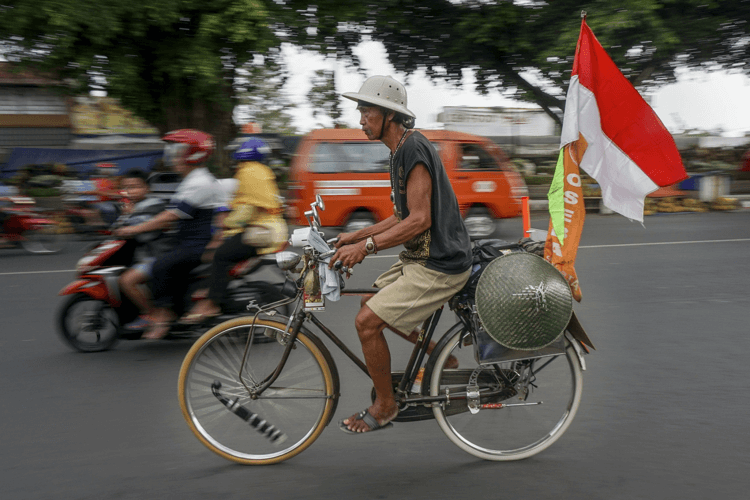 Alat Transportasi Darat Tradisional Sepeda Ontel