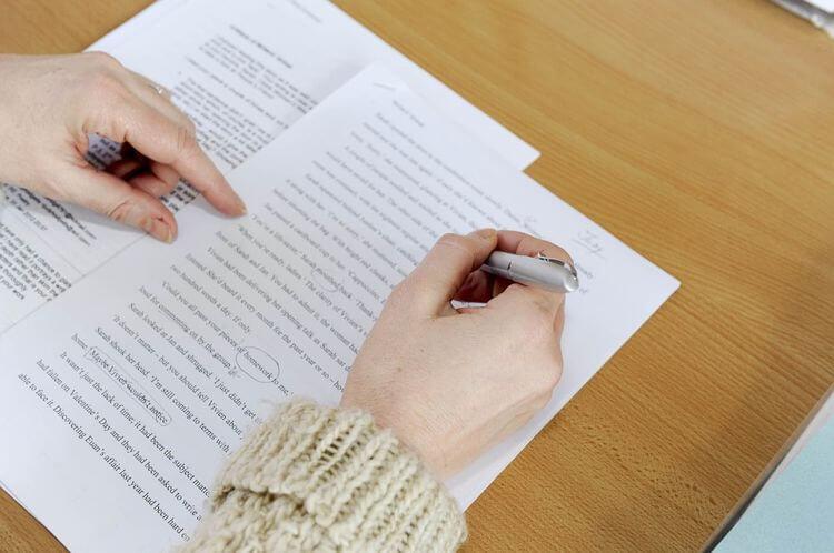 tips menulis essay yang baik