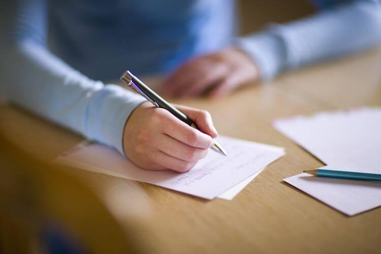 4 Contoh Essay Singkat Disertai Pengertian Dan Cara Membuatnya