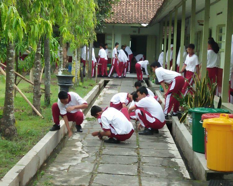 Contoh Teks Eksposisi tentang Sekolah