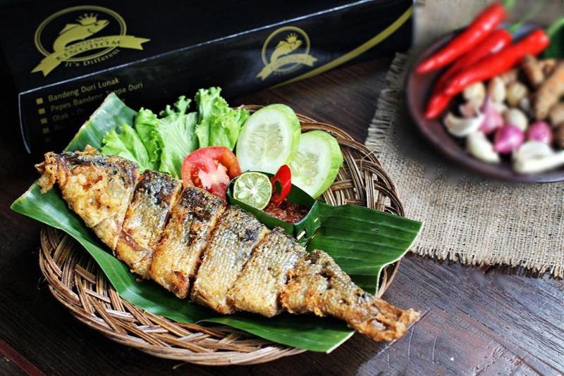 makanan khas indonesia badeng presto