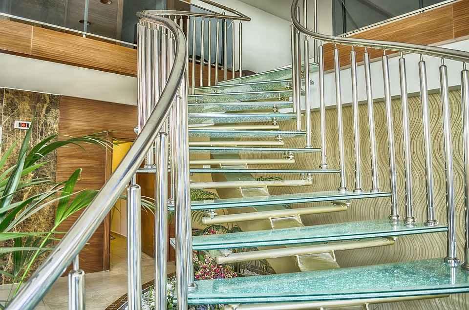 tangga minimalis kaca